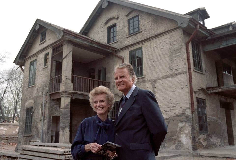 Billy and Ruth Graham in front of her childhood home in Huai an China