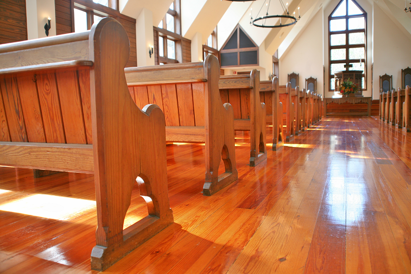 Side View_Pews_Chapel_800x800