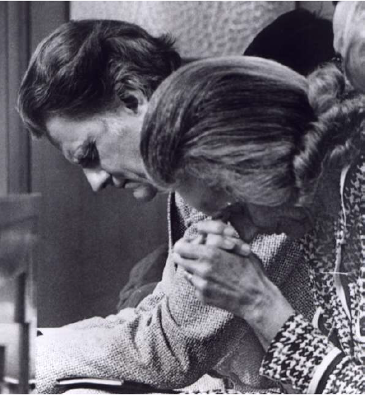 ruth-and-billy-graham-pray-together
